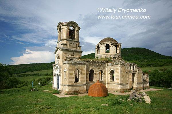Майская  поездка на цветущий Тепе-Кермен и храму св.Луки в с.Лаки –фоторепортаж.