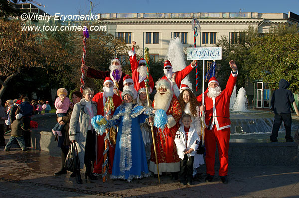Мороз-парад в Ялте 25 декабря 2010г. - фоторепортаж