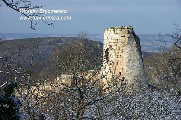 Проводы 2010 года в крымском лесу, или зимний поход 31 декабря на Сюйреньскую крепость.