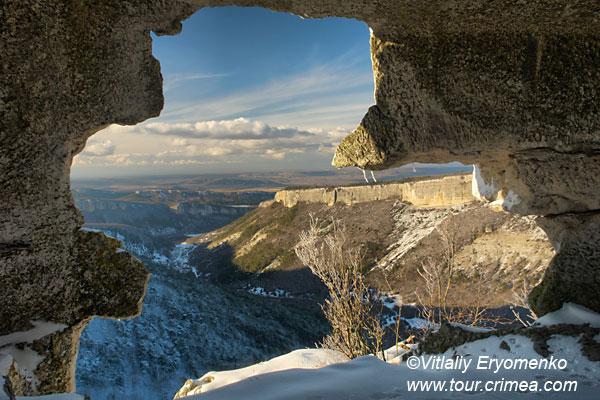 Зимнее путешествие на пещерный город Мангуп-Кале – специальный фоторепортаж к Новому году и Рождеству.